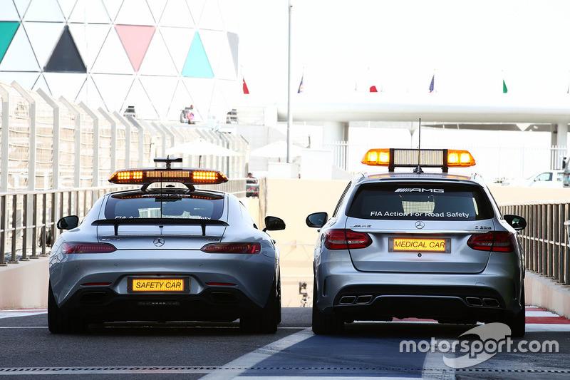 El coche de seguridad de la FIA y el coche médico FIA