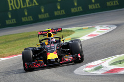 Max Verstappen, Red Bull Racing RB12, met de halo cockpitbescherming