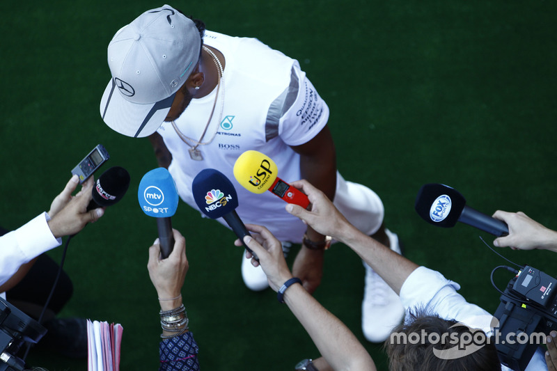 Lewis Hamilton, Mercedes AMG F1 parla con i media