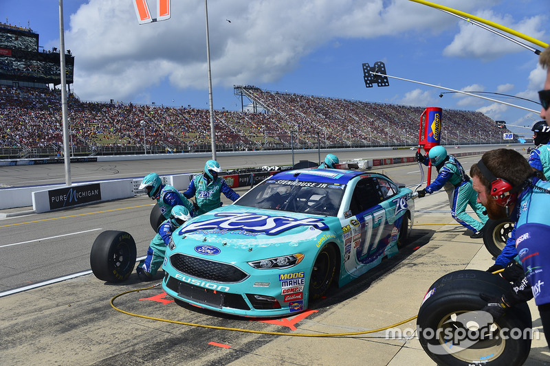 Ricky Stenhouse Jr., Roush Fenway Racing Ford, pit action
