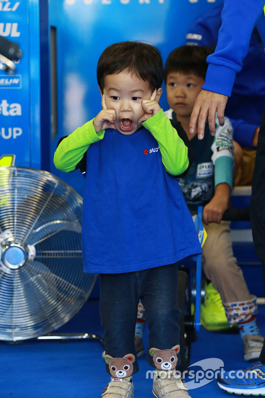 Young Suzuki fan