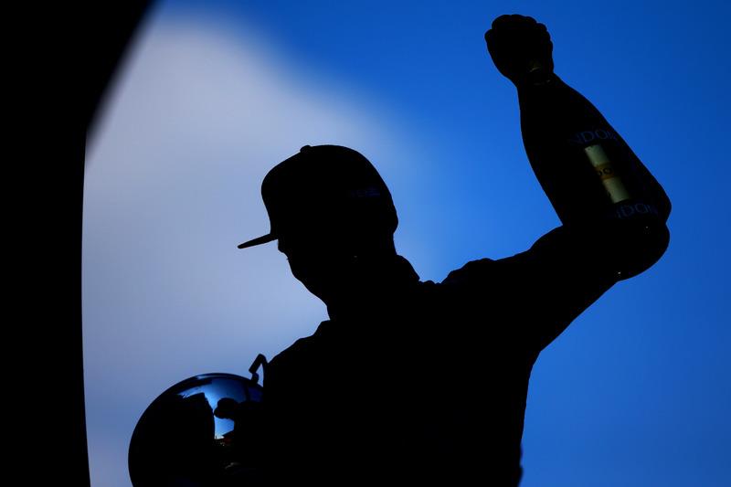 27: Гран Прі Іспанії, Барселона. Макс Ферстаппен, Red Bull Racing святкує першу перемогу в Ф1