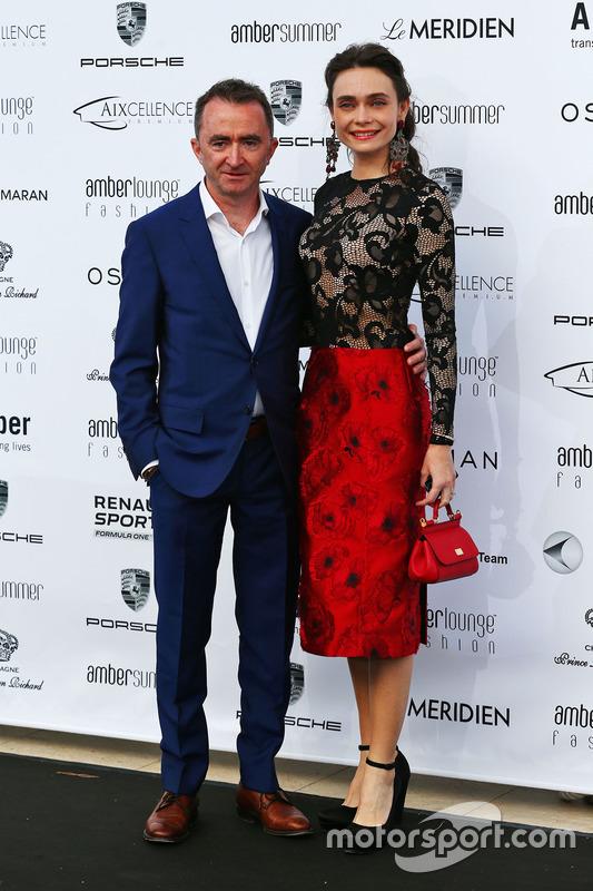 Пэдди Лоу, исполнительный директор Mercedes AMG F1 и его жена Анна Даншина на модном показе