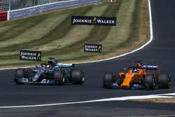 Lewis Hamilton, Mercedes-AMG F1 W09 and Fernando Alonso, McLaren MCL33