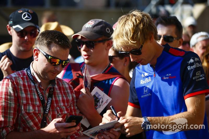 Brendon Hartley, Toro Rosso, firma autografi ai tifosi
