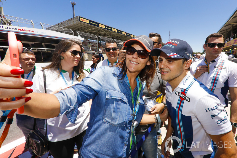 Felipe Massa, Williams, poses for a picture with a fan