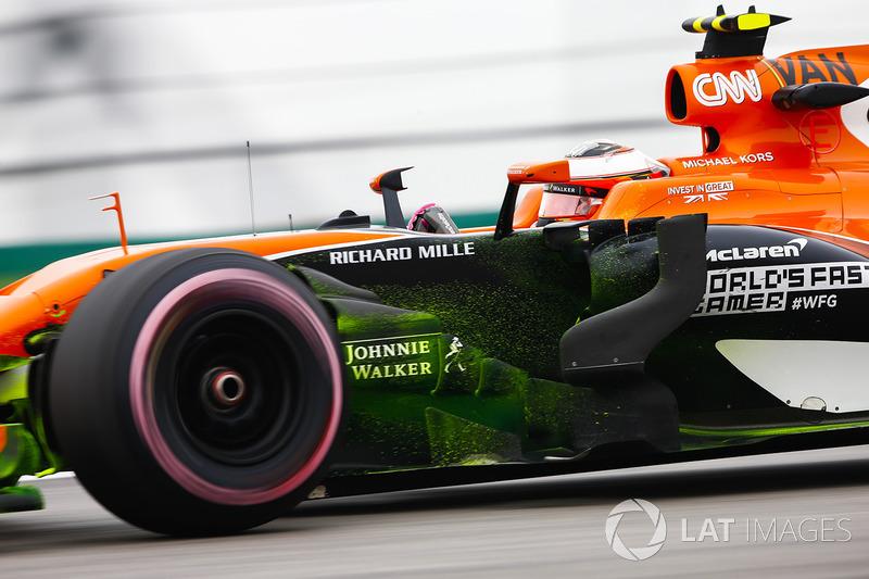 Flujo de pintura en el coche de Stoffel Vandoorne, McLaren MCL32