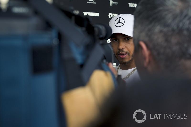Льюіс Хемілтон, Mercedes-AMG F1, говорить з медіа