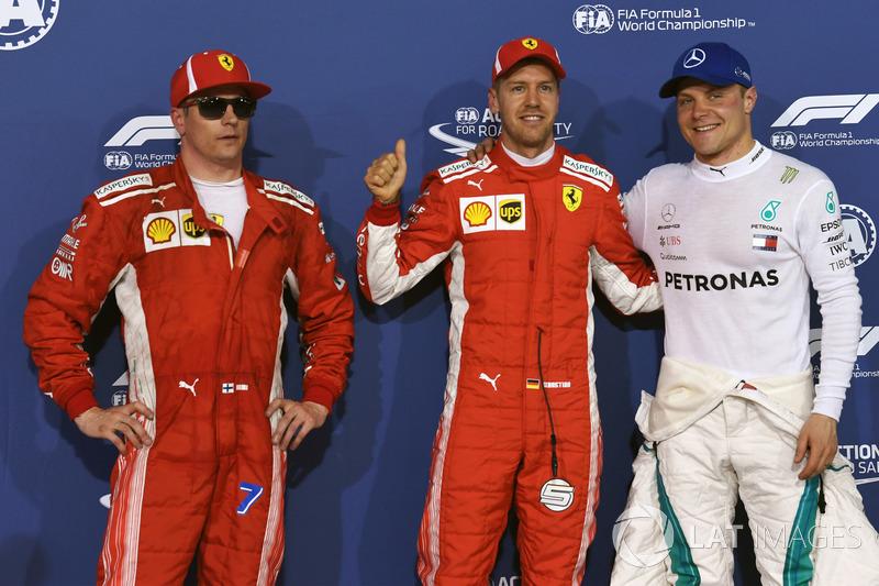 Kimi Raikkonen, Ferrari, le poleman Sebastian Vettel, Ferrari et Valtteri Bottas, Mercedes-AMG F1 dans le Parc Fermé