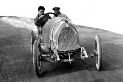 Enzo Ferrari prova con il meccanico Nino Berretta la 15-20 HP CMN