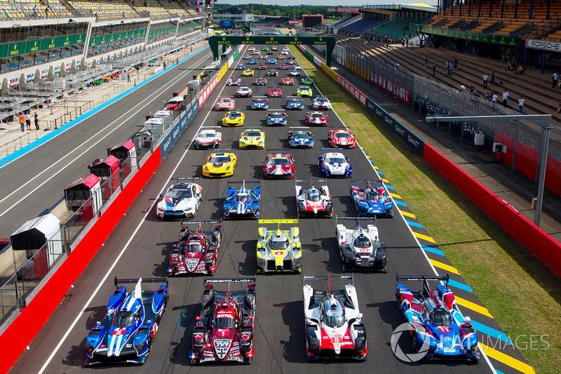 Foto di gruppo ufficiale delle vetture