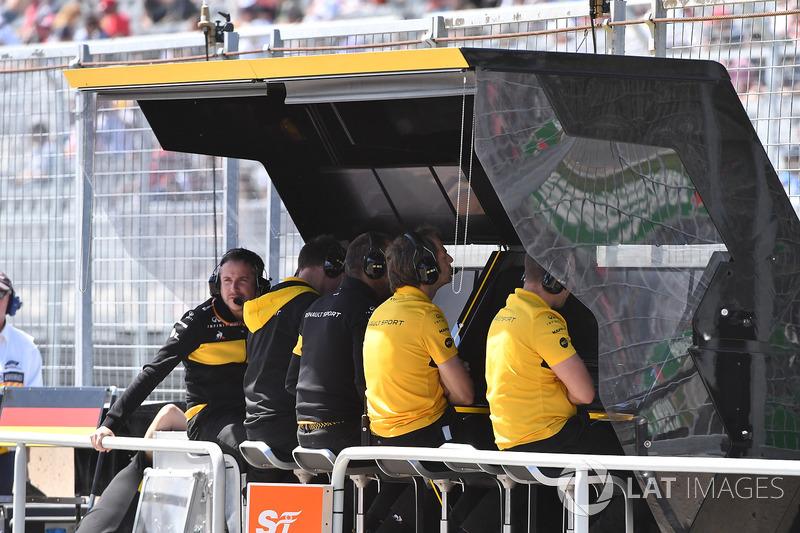 Renault Sport F1 Team pit wall gantry