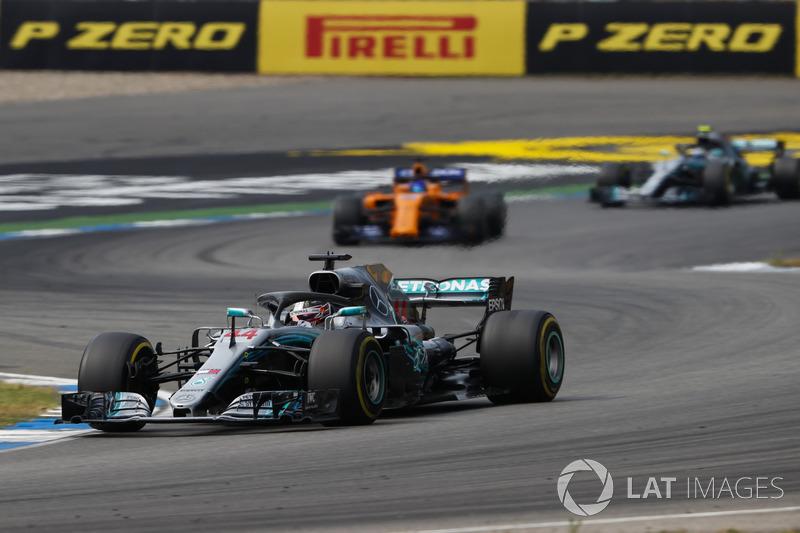 Lewis Hamilton, Mercedes AMG F1 W09, leads Fernando Alonso, McLaren MCL33, and Valtteri Bottas, Mercedes AMG F1 W09