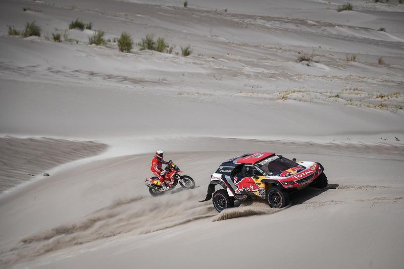#308 Peugeot Sport Peugeot 3008 DKR: Cyril Despres, David Castera, #3 Himoinsa Racing Team KTM: Gera