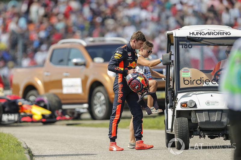 Макс Ферстаппен, Red Bull Racing, вибуває з гонки