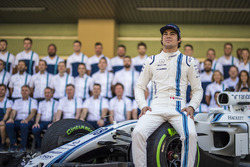 Lance Stroll, Williams en la foto del equipo  Williams team