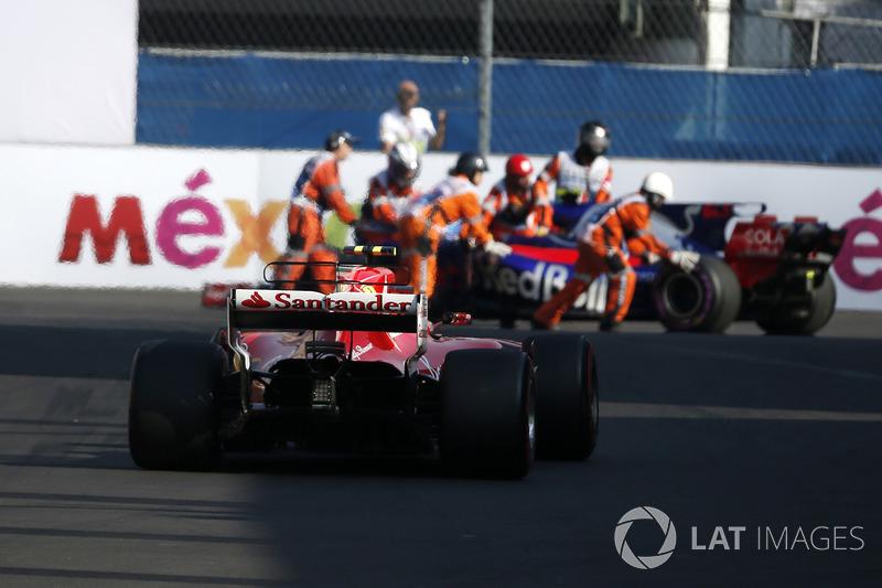 Kimi Raikkonen, Ferrari SF70H passes the stopped car of Pierre Gasly, Scuderia Toro Rosso STR12 in FP3