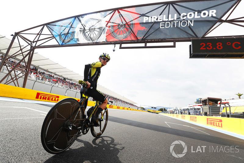 Road Cyclist Simon Yates of Michelton-Scott takes to the circuit on his bike