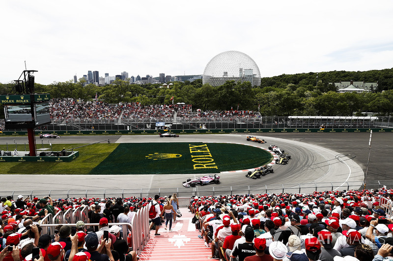 Esteban Ocon, Force India VJM11, leads Nico Hulkenberg, Renault Sport F1 Team R.S. 18, Carlos Sainz
