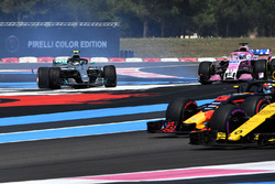 Valtteri Bottas, Mercedes-AMG F1 W09 en tête-à-queue après un contact avec Sebastian Vettel, Ferrari SF71H