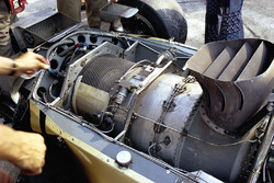 El motor de turbina de gas Pratt & Whitney en la parte posterior del Lotus 56B
