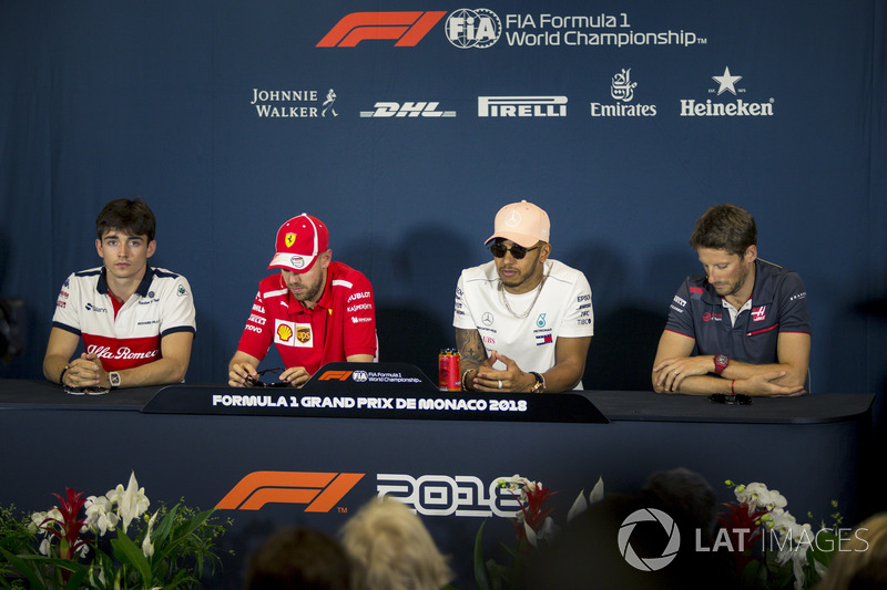 Charles Leclerc, Sauber, Sebastian Vettel, Ferrari, Lewis Hamilton, Mercedes-AMG F1 y Romain Grosjean, Haas F1 en la conferencia de prensa