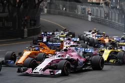 Эстебан Окон, Sahara Force India F1 VJM11, Фернандо Алонсо, McLaren MCL33, Карлос Сайнс, Renault Sport F1 Team RS18, и Серхио Перес, Sahara Force India F1 VJM11