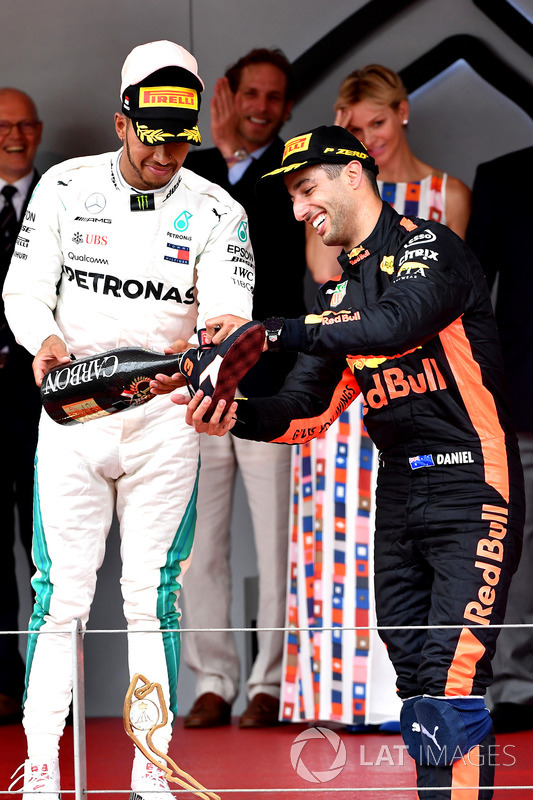 Podio: tercer lugar Lewis Hamilton, Mercedes-AMG F1 y el ganador de la carrera Daniel Ricciardo, Red Bull Racing