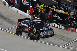 Noah Gragson, Kyle Busch Motorsports, Toyota Tundra Safelite , makes a pit stop