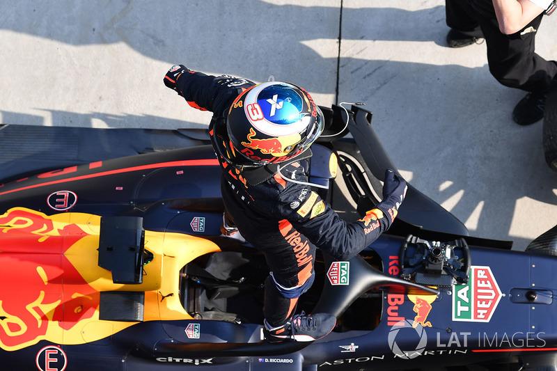 Daniel Ricciardo, Red Bull Racing RB14 celebrando la victoria
