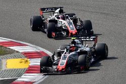 Kevin Magnussen, Haas F1 Team VF-18 et Romain Grosjean, Haas F1 Team VF-18