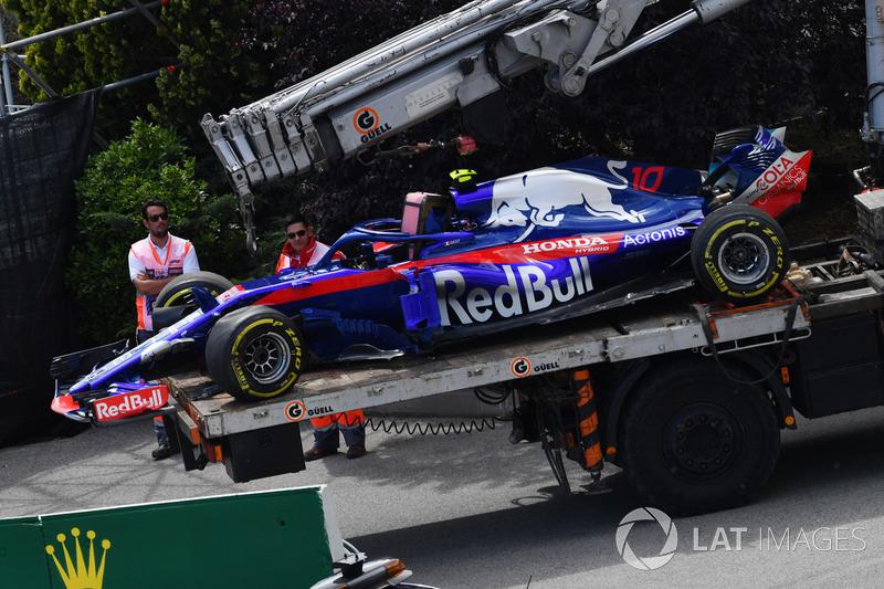 La monoposto incidentata del ritirato Pierre Gasly, Scuderia Toro Rosso STR13