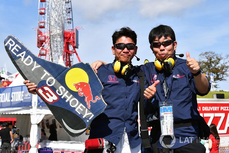 Tifosi di Daniel Ricciardo, Red Bull Racing fans and banner