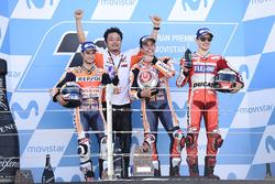 Podium : le vainqueur Marc Marquez, Repsol Honda Team, le deuxième, Dani Pedrosa, Repsol Honda Team, le troisième, Jorge Lorenzo, Ducati Team