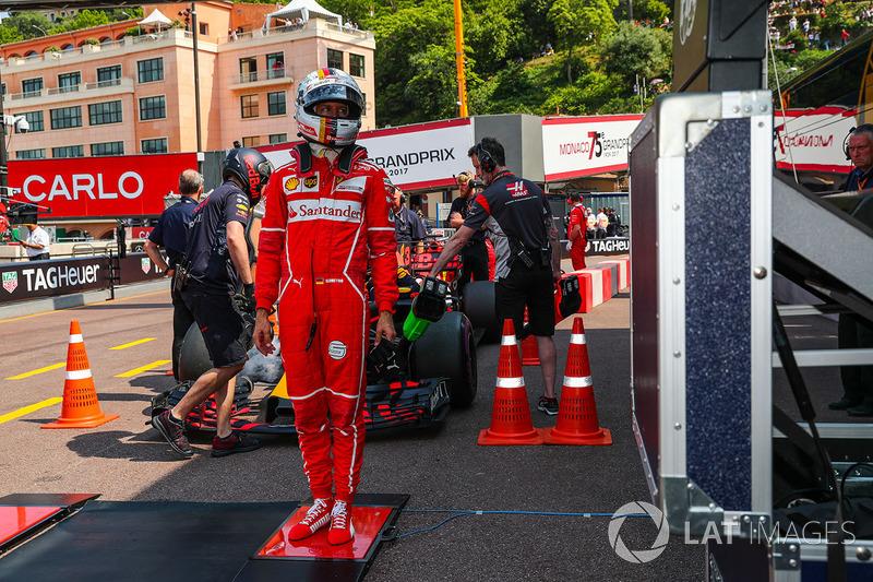 Взвешивание: Себастьян Феттель, Ferrari