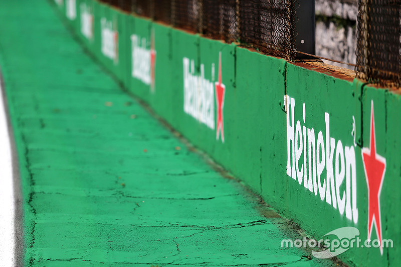 Track atmosphere, Heineken branding