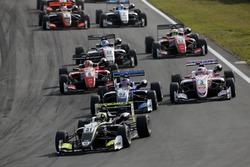 Start of the race, Lando Norris, Carlin Dallara F317 - Volkswagen leads