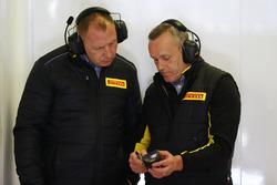Техники Pirelli за работой