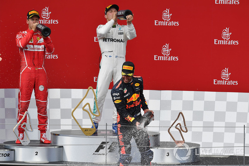 Podium: race winner Valtteri Bottas, Mercedes AMG F1 celebrates on the podium, second place Sebastia