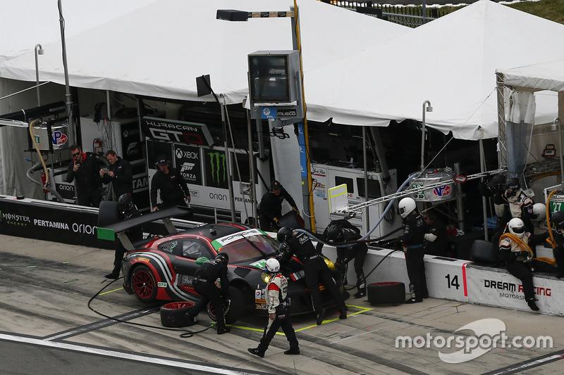 #73 Park Place Motorsports Porsche GT3 R: Patrick Lindsey, Jörg Bergmeister, Matthew McMurry, pit actie