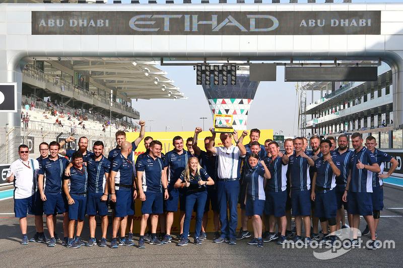 Williams con el trofeo DHL de pit stop rápida