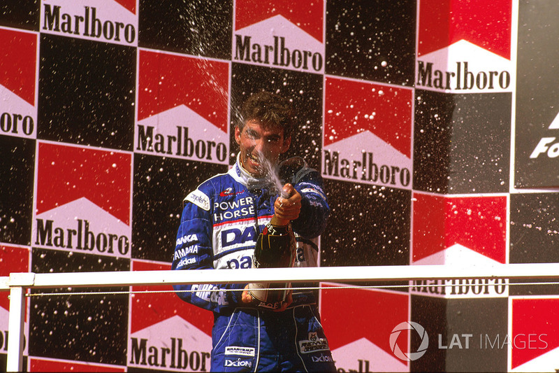 Podio: segundo lugar Damon Hill, Arrows