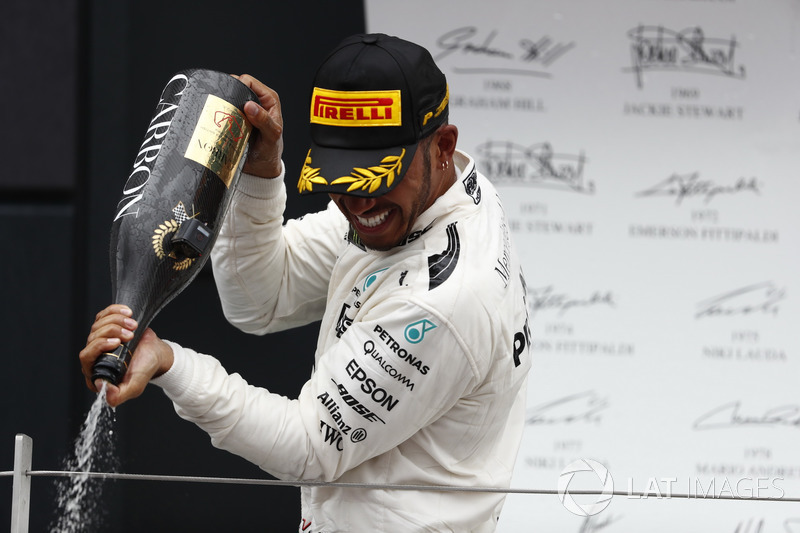 Podium: Race winner Lewis Hamilton, Mercedes AMG F1, sprays the victory Champagne