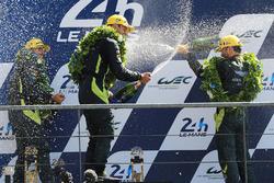 Podium GTE Pro : les vainqueurs Darren Turner, Jonathan Adam, Daniel Serra, Aston Martin Racing