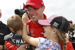 Le vainqueur Sébastien Bourdais, Dale Coyne Racing Honda avec ses enfants Alex et Emma