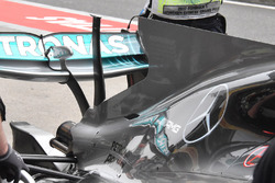Mercedes AMG F1 W08, il supporto danneggiato della T-wing