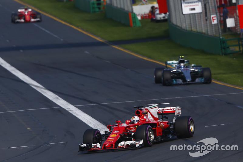 Isso foi visto logo de cara: Hamilton fez a pole para o GP da Austrália, mas, na corrida, foi derrotado por Sebastian Vettel em luta direta.
