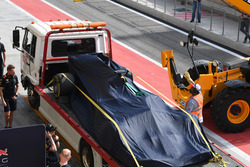Daniel Ricciardo, Red Bull Racing RB13 is recovered to the pits