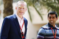 شون براتشز، المدير العام للعمليات التجارية وكارون شاندوك