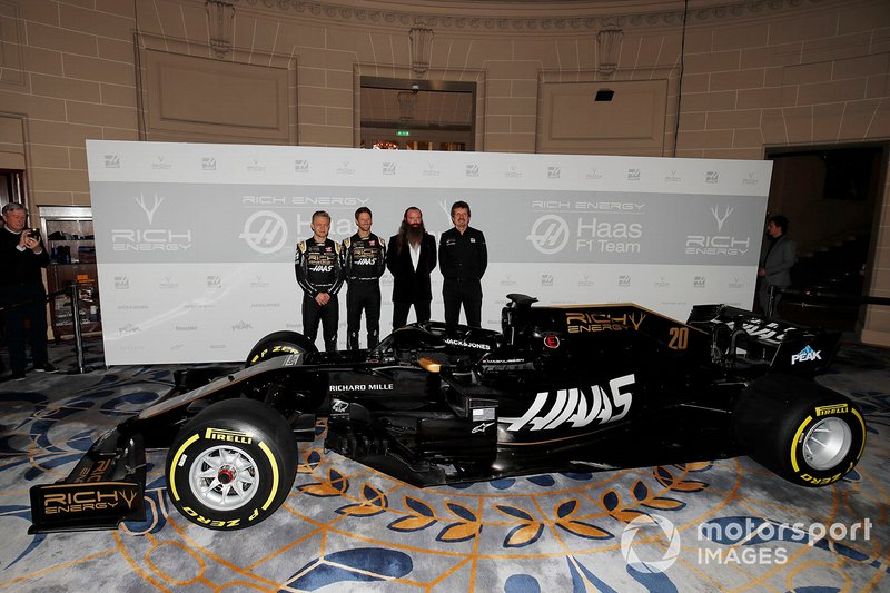 Kevin Magnussen, Haas F1 Team, Romain Grosjean, Haas F1 Team, William Storey, CEO de Rich Energy y Guenther Steiner, Team Principal, Haas F1